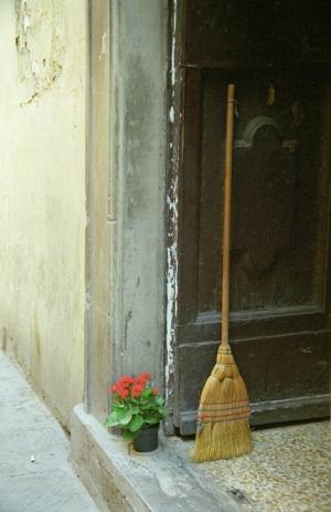 Broom & Bloom - Florence